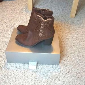 Cloudwalkers brown suede zip boots